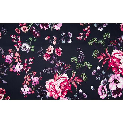 Tissu satin de coton floral rose sur fond bleu marine