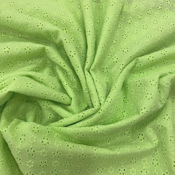Tissu broderie anglaise 100% coton vert pastel