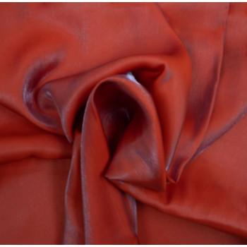 Tissu satin irisé rouge