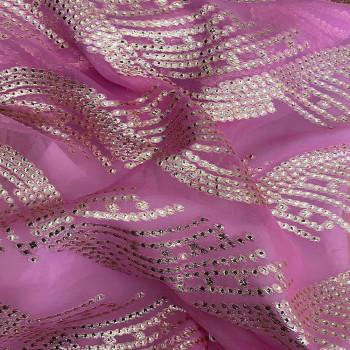 Tissu jacquard de soie tissé métal or sur fond mousseline rose vif