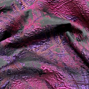 Tissu brocart de soie prune sur noir