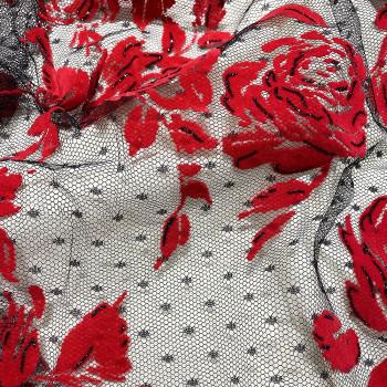 Tulle pailleté fleurs rouges floquées sur tulle plumetis noir